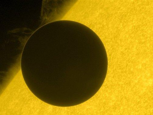 Hinode_Views_the_2012_Venus_Transit